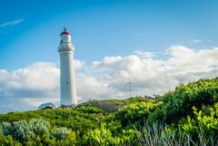 UddeNelson fyr i Victoria, Australien, i sommaren Arkivfoton