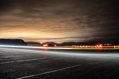 Uddespjutparkeringsplats vid natt royaltyfri foto