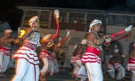 Udekki球员执行在Esala Perahera在康提,斯里兰卡 免版税库存照片