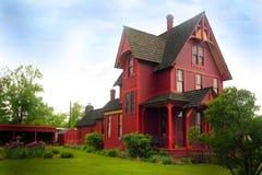 Uderzający Dziejowy gospodarstwo rolne dom zdjęcia royalty free
