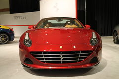 Uderzający Nowy czerwony włoski sporta samochód Fotografia Stock