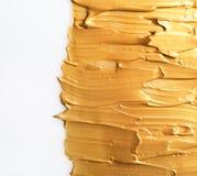 Uderzenia odizolowywający na bielu złocista farba obrazy royalty free