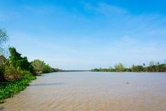 Uderzenia Pakong rzeka z niebieskim niebem obrazy royalty free