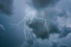 Uderzenie pioruna na niebie Zdjęcie Stock