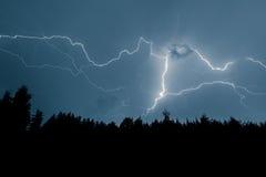 Uderzenie pioruna na niebie Obrazy Stock