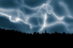 Uderzenie pioruna na niebie Zdjęcie Royalty Free