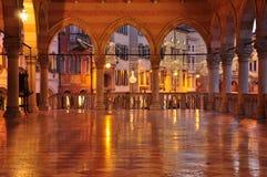 Udine, Friuli Venezia Giulia, Italia Monumenti del quadrato principale Fotografie Stock Libere da Diritti