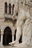 Udine, Friuli Venezia Giulia, Italia Monumenti del quadrato principale Fotografie Stock