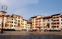 Udine, Italië: Piazza Matteoitti Stock Foto