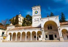 Udine Italien: Farstubro av helgonet Giovanni på piazzadellaen Liberta Royaltyfria Bilder
