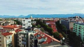Udine stad i en hög sikt Arkivbilder