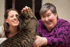 Udogadniająca terapia dla a niepełnosprawnej kobiety umysłowo - Zdjęcie Stock