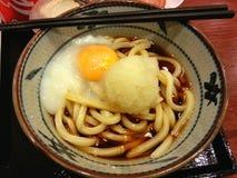 Udon met het ei, Japans voedsel, Japan Stock Afbeelding