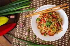 Udon noodles with chicken and peppers Royalty Free Stock Images