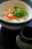 Udon quente no caldo de carne Imagem de Stock Royalty Free
