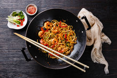 Udon stir-fry noodles with shrimp Royalty Free Stock Images