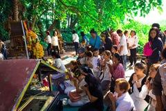 Udon Thani, Thailand - Mei 21, 2016: De mensen bidden voor het succes van het leven als Thaise traditie Stock Foto's