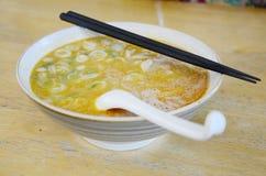 Udon Tom Yum Kung Soup för japansk stil för nudel Royaltyfria Bilder