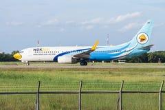 UDONTHANI, TAILÂNDIA - 14 DE AGOSTO DE 2015: Plano de ar HS-DBK Boeing 73 imagens de stock