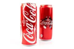 UDONTHANI, THAÏLANDE le 16 juin 2015, Coca-Cola dans une boîte sur le Ba blanc Image stock