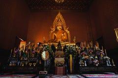 Udonthani Thailand, 6 Augusti 2017, i tempeltempel finns det golen Fotografering för Bildbyråer