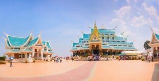UDONTHANI THAILAND - JULI 20: Recling Buddha inom templet, watpaphukon, på Juli 20, 2016 i den Nayung udonthanien, Thailand Royaltyfri Fotografi
