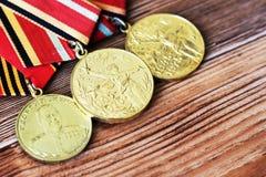 UDSSR-Abzeichen und Ordnungen Preis für Tapferkeit Das Gedächtnis des Sieges Stockfoto