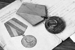 UDSSR-Abzeichen und Ordnungen Preis für Tapferkeit Das Gedächtnis des Sieges Lizenzfreies Stockbild