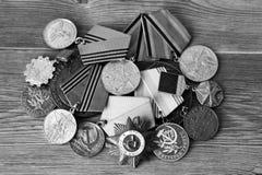 UDSSR-Abzeichen und Ordnungen Preis für Tapferkeit Das Gedächtnis des Sieges Stockfotos