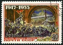 UDSSR - 1955: Shows, die den Winter-Palast, 38. Jahrestag von Oktober-Revolution stürmen Lizenzfreie Stockfotos