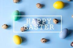 Udziały kolorowi i różni sklejeni Wielkanocni jajka fotografia stock