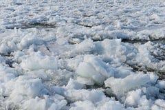 Udział łamany lód w rzece obrazy royalty free