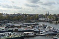Udziały łodzie w Oosterdok w Amsterdam fotografia stock