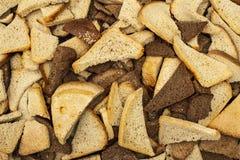 Udziały kawałki banatki i żyta chleb w górę tekstury obrazy stock
