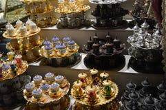Udziały różni teapots w bazarze w Istanbuł zdjęcie royalty free
