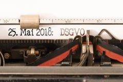 UE Datenschutz Grundverordnung, regulamento geral da proteção de dados e data de DSGVO de começo escritos na máquina de escrever  fotografia de stock