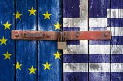 Ue e bandierina greca con il lucchetto Immagini Stock Libere da Diritti