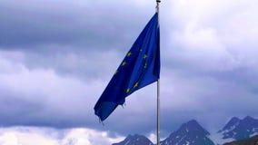 A UE embandeira com fundo alpino Imagens de Stock