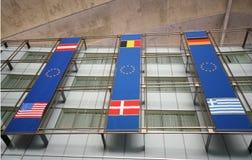A UE embandeira no edifício fotografia de stock royalty free