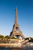 UE emblemat na wieży eifla zdjęcie stock
