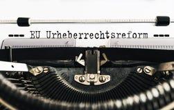UE Urheberrechtsreform do texto do texto datilografado, alemão para a reforma de Copyright da União Europeia, escrito na máquina  foto de stock