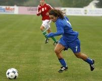uefa 2009 för mästerskapkvinnlighungary italy fotboll Arkivbild