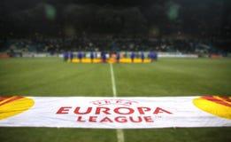 UEFA Europa Ligowy sztandar przy polem zdjęcia stock