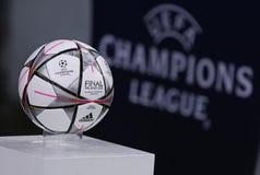 UEFA verdedigt de Dynamo Kyiv van het Ligaspel FC binnen versus de Stad van Manchester Royalty-vrije Stock Afbeeldingen