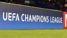 UEFA verdedigt Ligaaanplakbord stock video