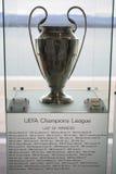 UEFA verdedigt Ligatrofee Stock Foto