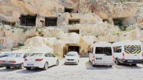 Uegruep, Anatolia, Turquia, o 2 de julho de 2015: Estacionamento em Cappadocia Fotografia de Stock