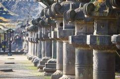 UENO, GIAPPONE - 19 FEBBRAIO 2016: Colonna giapponese in santuario Fotografie Stock