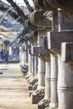 UENO, GIAPPONE - 19 FEBBRAIO 2016: Colonna giapponese in santuario Immagine Stock