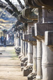 UENO, JAPÃO - 19 DE FEVEREIRO DE 2016: Coluna japonesa no santuário imagem de stock